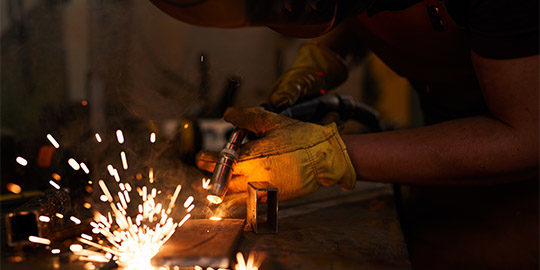 http://forempv.ccoo.es/especialidad/11061/laborer-welding-metal-piece-J4CB7GD.jpg